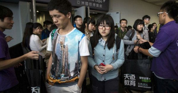Chinese return from overseas study hungry for work, Asia