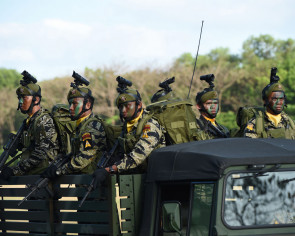 More troops sent to fight gunmen on Philippine tourist island