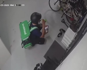Netizens heartened by mum who gave GrabFood rider food and drinks for him to break fast