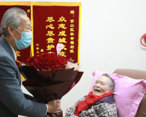 Elderly couple in China reunite after nearly 70 days of separation
