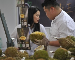 Thailand's durian dealers fear for China exports after coronavirus surge