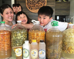 Housewife uses fruit skin to make eco-friendly enzyme cleaners