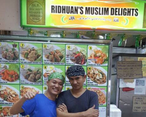 This Muslim convert runs a halal zichar stall - draws long queues every day despite ulu location