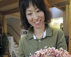 Japan mums turn hobbies into professions for cash