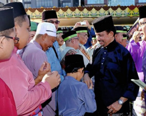 Brunei's Sultan Bolkiah graces Maulud Nabi procession