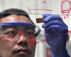 Japanese researcher develops self-healing glass that could triple life of everyday products