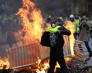 Paris turned into battle zone as 'Yellow Vest' protests escalate