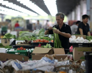 Wet weather drives up prices of green leafy vegetables from Malaysia