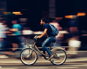 How to cycle while jamming to your favourite tunes safely