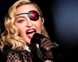 Madonna sued for being late on stage