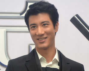 Lee Hom called a bully after returning wedding biscuits
