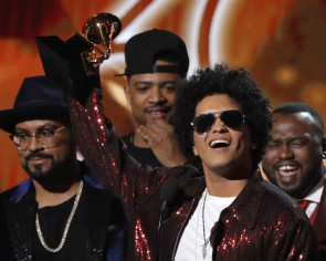 Bruno Mars sweeps top Grammy prizes
