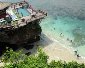 Bali beaches closed amid bad weather