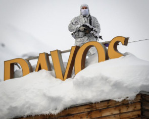 Davos forum hits turbulence over CEOs' private jets