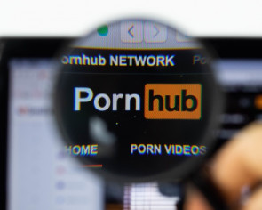 Deaf New Yorker sues porn sites for lack of closed captions