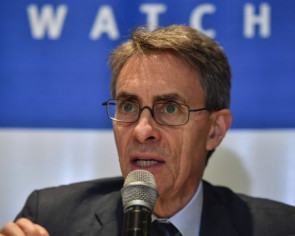 Human Rights Watch chief Kenneth Roth says he was barred from entering Hong Kong