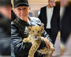 Tiger King star Jeff Lowe ordered to surrender cubs in animal welfare case