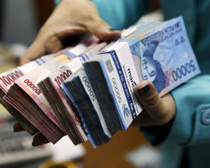 Indonesia makes rupiah mandatory for all transactions