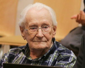 Bookkeeper of Auschwitz says 'very sorry' ahead of German verdict
