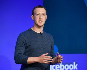 Facebook chief executive Mark Zuckerberg says he is not considering resigning