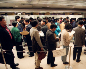 Thousands of Chinese flock to South Korea for easier and quicker driving licences