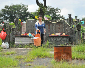 Family seeks to save graves of ancestors