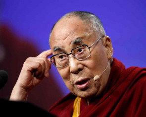 Dalai Lama calls on Tibetans to remain united as India drifts towards China