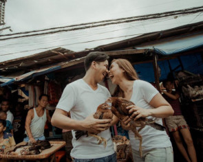 A playful prenup shoot in Cebu's Carbon market and Colon street