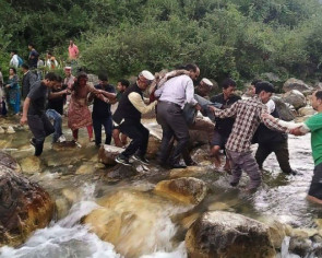 At least 44 dead as bus plunges off Indian mountain road