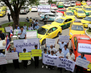 Motorcycle taxi riders and cabbies in Bangkok petition officials, parties over Grab legalisation