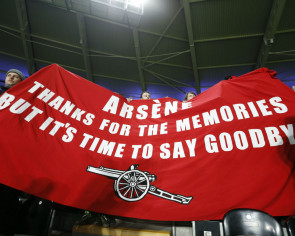 Wenger brushes off fan banner urging him to quit