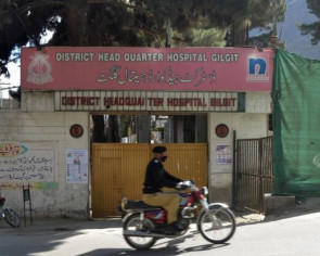 Pakistan doctor dies amid strike threat over lack of protection from coronavirus