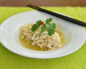 Quinoa noodles with crabmeat and egg white poached in stock