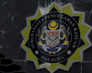 $486300 seized over immigration officer's alleged corruption practices