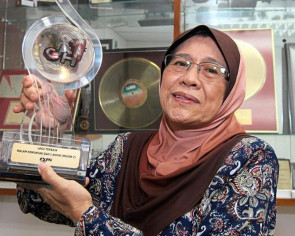 Which Malaysian songwriter has written over 1,000 songs?