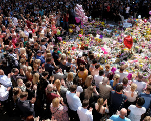Manchester sings 'Don't Look Back in Anger' during memorial service, but not all are for it