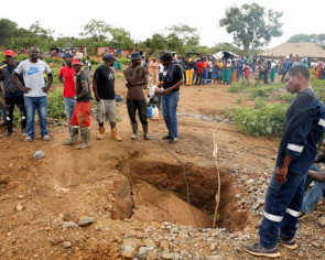 Zimbabwean rescuers pull 22 bodies from mine, eight more found alive