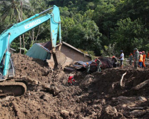 Indonesian 'MacGyver' creates landslide-warning device