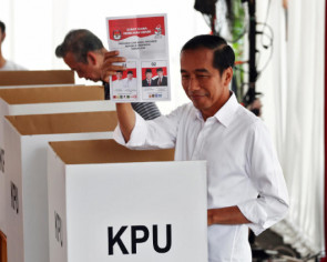 Polls close in Indonesia, next president should be clear within hours