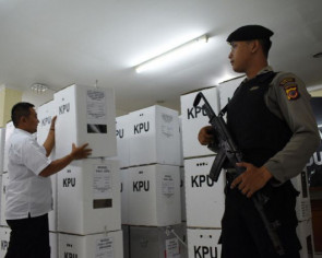 Indonesia election rivals toil in 'war rooms' to check ballots
