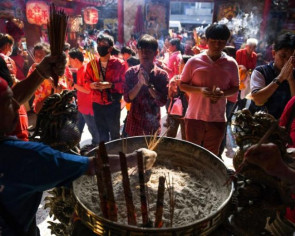 Polluted Bangkok's Year of the Pig curbs on incense go up in smoke