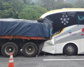 Bus driver killed, 6 hurt in lorry-bus collision on North-South Expressway near Ipoh