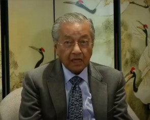 Only Malaysians can change the prime minister, says Mahathir