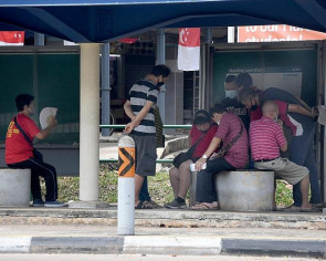 Defying the circuit breaker: Groups allegedly gambling at Marsiling bus stop