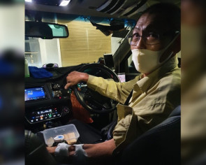 Netizens inspired by Ryde driver who works up to 12 hours a day despite chronic kidney failure