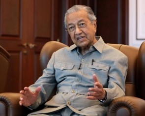 Mahathir and supporters removed from ruling Bersatu party
