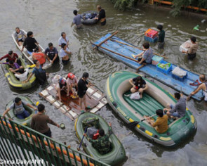 China flood victims still without food, power