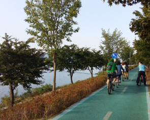 Skywalk in Chuncheon offers beautiful scenery for bike riders