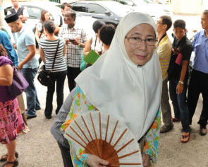 No rush to make Anwar PM, says Wan Azizah