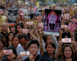 Thais in sombre mood as year of mourning begins